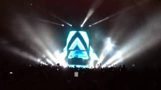 Avicii - Intro (Live @ The O2 Arena, London ~ 04/06/2012)