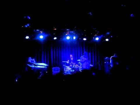Alex Clare - When Doves Cry (Live at Melkweg Amsterdam)