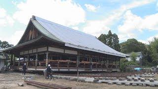奈良市の唐招提寺で21日、修理中の御影堂(重要文化財)を解体せず移...