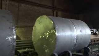 Резервуары стальные горизонтальные цилиндрические в процессе производства(Завод СпецРезервуар - ведущий производитель резервуарного оборудования в России. К вашим услугам: - широча..., 2014-11-08T11:29:03.000Z)