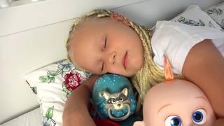 Обложка на видео о Алиса как МАМА купает реборна или  Morning Routine of a little blogger