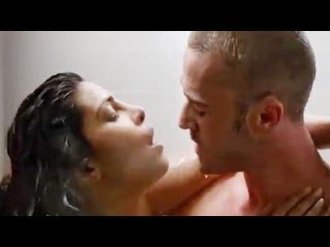 Baywatch sexy bath secne of priyanka chopra hot romance. thumbnail
