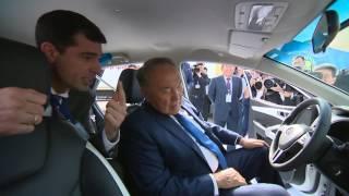 Президент Казахстана Нурсултан Назарбаев прокатился на электрокаре AllurGroup в Костанае(Поездка Нурсултана Назарбаева в Костанайскую область, 23 сентября 2016 года Видео предоставлено Телерадиоко..., 2016-09-23T10:11:27.000Z)