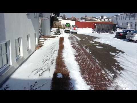 andy beim winterdienst mit dem egholm