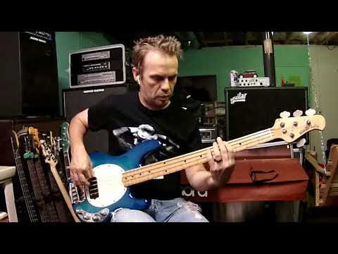 Strawberry Letter 23 - The Brothers Johnson (Louis Johnson) bass cover