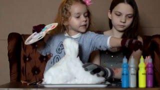 Варя и Элла строят и разукрашивают замок из снега(Сегодня в гостях у Варвары ее самая лучшая подруга - Элла. Мы решили придумать увлекательную и необычную..., 2016-02-05T15:39:50.000Z)