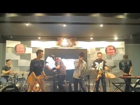 Claser band brother in crime perform live