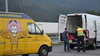 Schleuser-Großkontrolle der Polizei an der A8 bei Piding