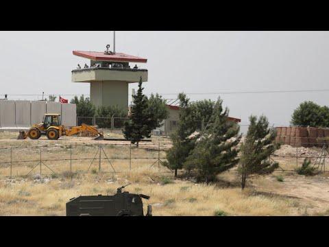 سوريا: الفصائل المعارضة والجهادية تنسحب من خان شيخون وتعيد تمركزها جنوب المدينة  - نشر قبل 5 ساعة