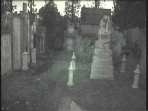 Ghost captured in guatemalan cemetery / fantasmas cementerio guatemala
