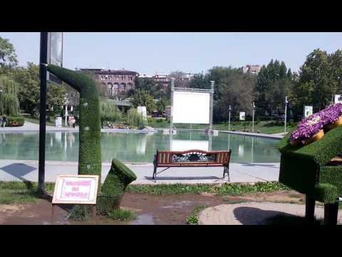 лебединое озера в Ереване,летом