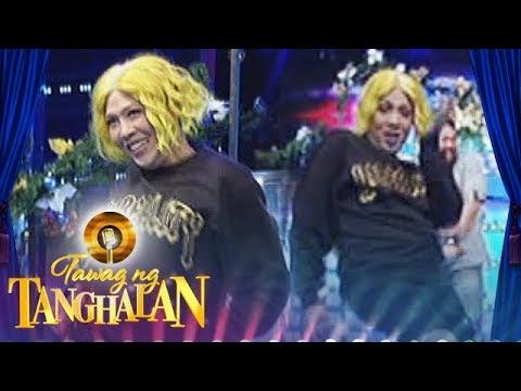 Tawag ng Tanghalan: Vice pokes fun at videoke machines