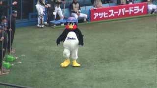 つば九郎 日ハム稲葉と再会 2012/3/18 thumbnail