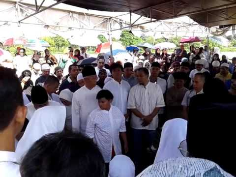 Taushiyah  Ridwan Lubis Mengiringi Pemakaman Ustaz Toto Tasmara