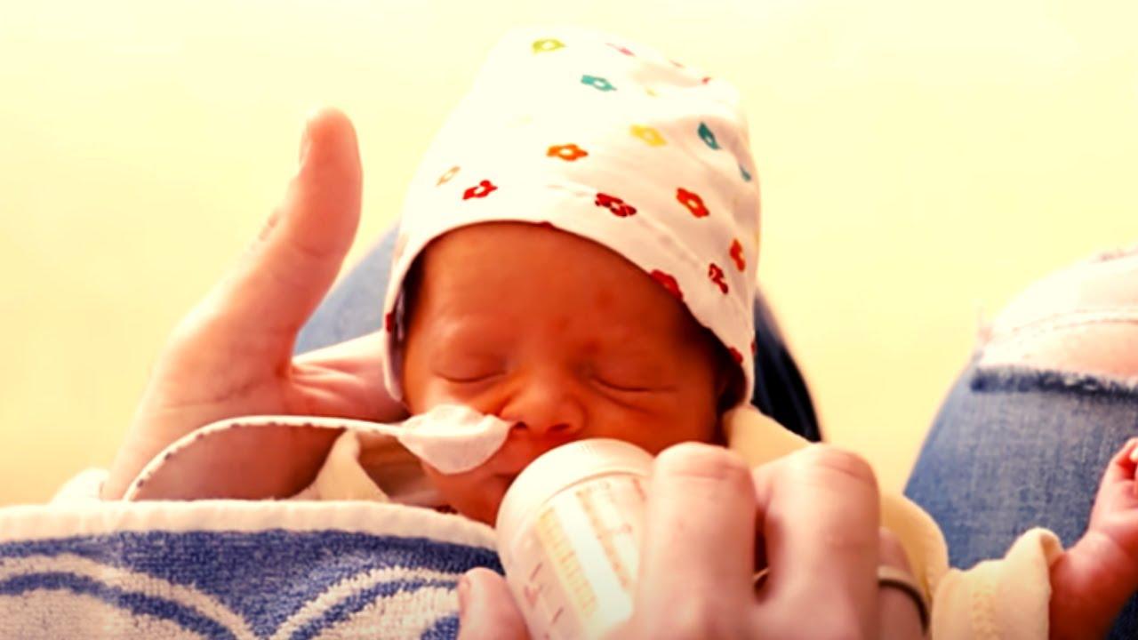 Download Padre Lascia l'Ospedale con la Figlia, ma Senza la Moglie