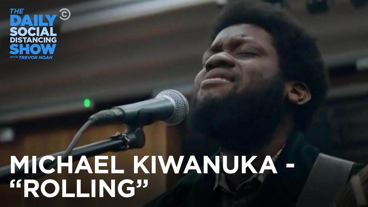 "Michael Kiwanuka Performs ""Rolling"" 