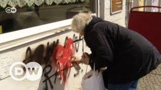 Berliner Rentnerin beseitigt Hassparolen | DW Deutsch