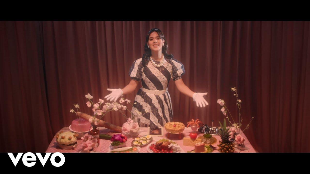 Download Raisa - Kutukan (Cinta Pertama) (Official Music Video)