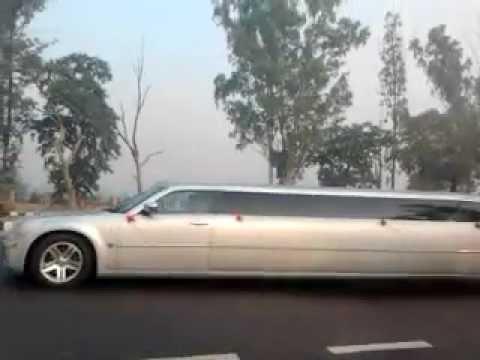 Limousine in Delhi (near the IGI T3)