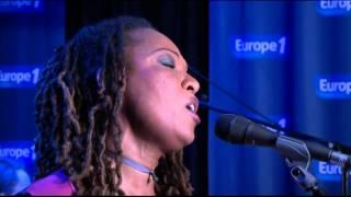 Lisa Simone chante « Finally Free » en live