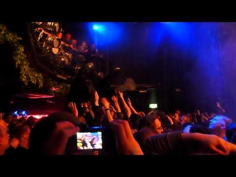 Ursine Ultra crowdsurfing at Krankenhaus 5 (4th May 2012)