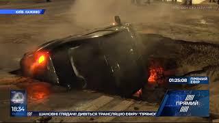 Прорив тепломережі на Шота Руставелі авто пішло під асфальт, Київ став у заторах