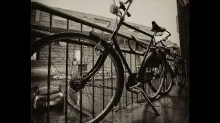 Elvis Costello - Broken Bicycles