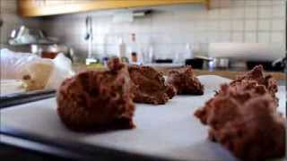 DIY: Frosting cookies Thumbnail