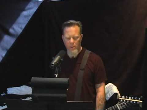 James Hetfield singing Unforgiven 3
