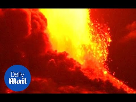 Incredible footage shows explosive Villarica volcano eruptio