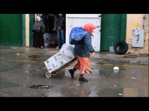 """Las """"mujeres mula"""", entre Marruecos y Ceuta"""