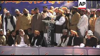 Leader of pro-Taliban party addresses thousands of supporters