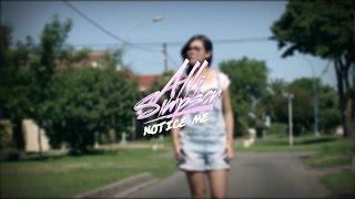Notice Me - Alli Simpson / Exteriores de 15 Luli