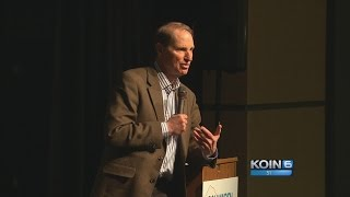 Wyden talks healthcare at town hall