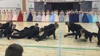 HULLUIN OMA TANSSI IKINÄ !? PAKKO NÄHÄ - Haukiputaan lukion Wanhat 2019 Oma Tanssi