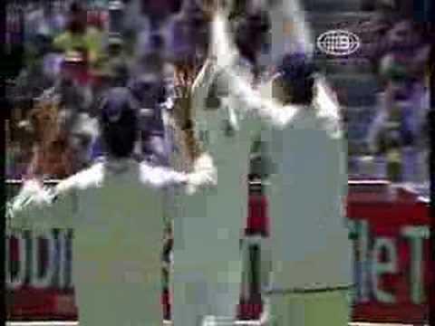 Zaheer Khan knocks over Ricky Ponting