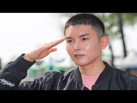 [ENG] [풀영상] Super Junior Ryeo Wook(슈퍼주니어 려욱) 군입대 현장 (이특) [통통영상]