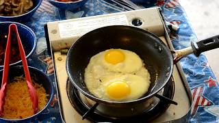 How to Cook Sunny Side Up and Over Easy Eggs.