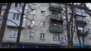 Гарматная, 39В Киев видео обзор(Улица Гарматная, 39В. 5-этажный кирпичный дом 1962 года постройки. К парадному ведет лестница, состояние удовле..., 2014-09-21T15:31:18.000Z)