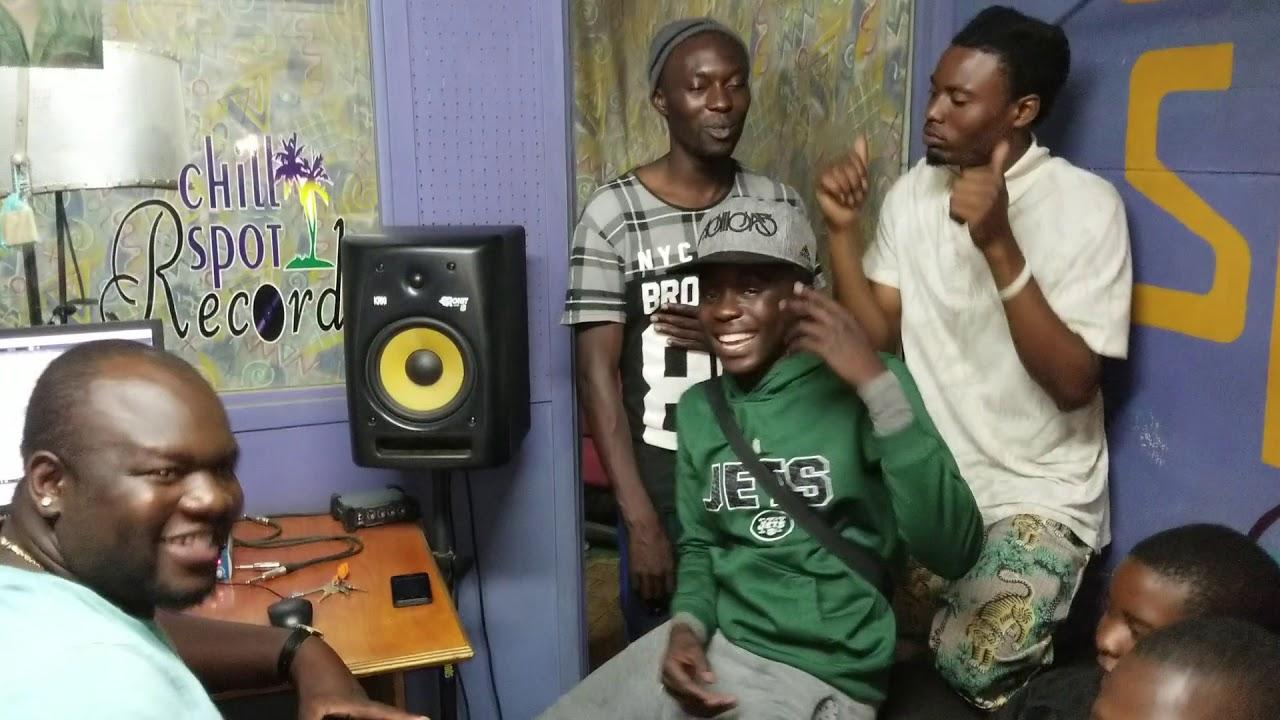 Hwinza (mupfana we Lula lula)kari mu Studio with another bang