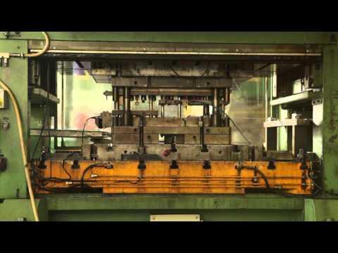 PINET INDUSTRIE : Charnières et Verrouillages - Presses automatiques  125 à 250 T