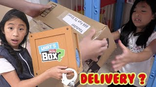 Pretend Play Police on Who Delivery Mails to Youtuber