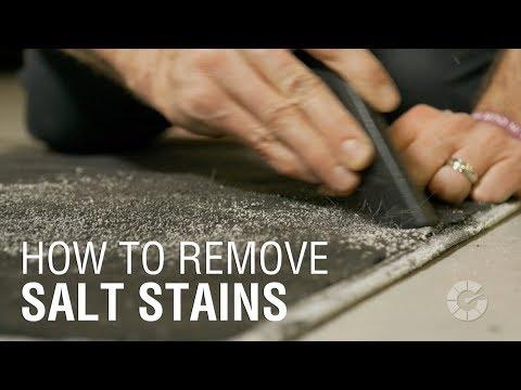 Как очистить автомобильные коврики от соли
