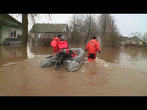 На Северо-Западе России реки вышли из берегов, затоплены десятки населенных пунктов.