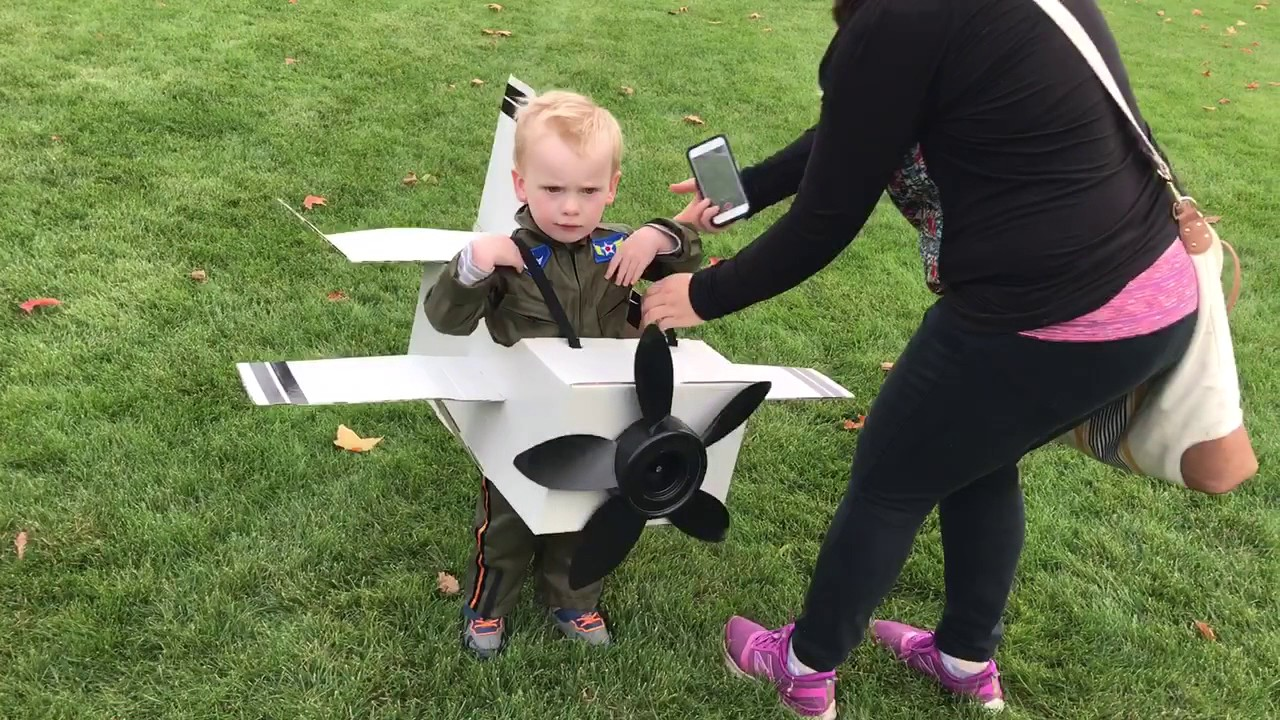 Easton and his Halloween plane costume  sc 1 st  YouTube & Easton and his Halloween plane costume - YouTube