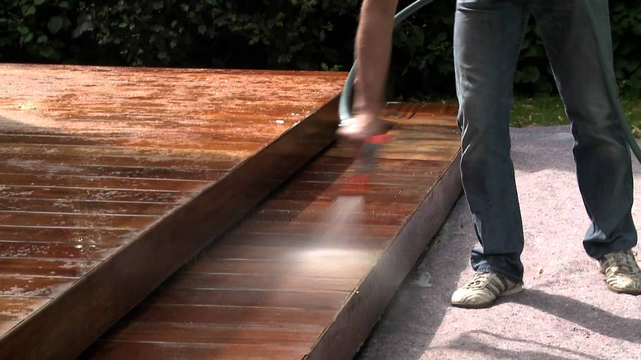 Hoe een houten terras behandelen met een antislip beits xyladecor youtube - Bedek een houten terras ...