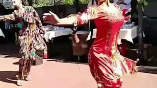 uzbechek-tantsi-devushek-video-smotret-porno-blondinka-krichit-ot-boli