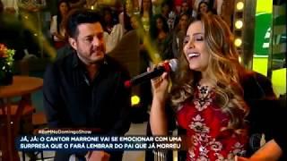 Baixar Fernanda, que foi ajudada por Bruno e Marrone, canta ao lado da dupla no palco do Domingo Show