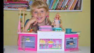 КУХНЯ для БАРБІ Огляд іграшки від Софії. Меблі для ляльки Барбі (відео для дівчаток)
