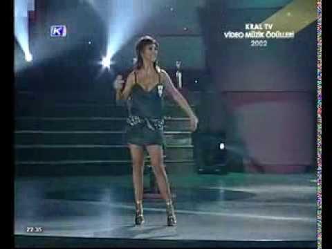 Kral Müzik Ödülleri 2002 - En İyi Pop Müzik Kadın Sanatçısı: Hande Yener